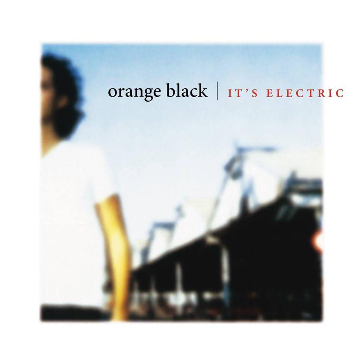 Orange Black plays 'It's Electric' and hits</b> - Reünie van de Lintfabriek-familie